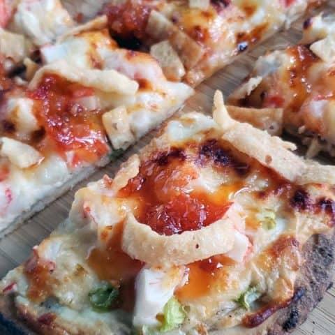 closeup of crab rangoon pizza